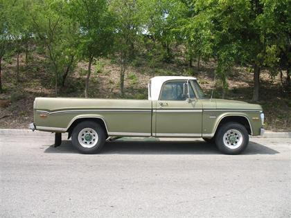 1970 Dodge D200 Camper Special