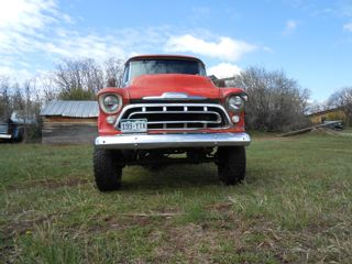 1957 Chevy short bed / stepside 4×4
